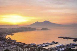 Vue sur la baie de Naples et le mont Vésuve, Italie