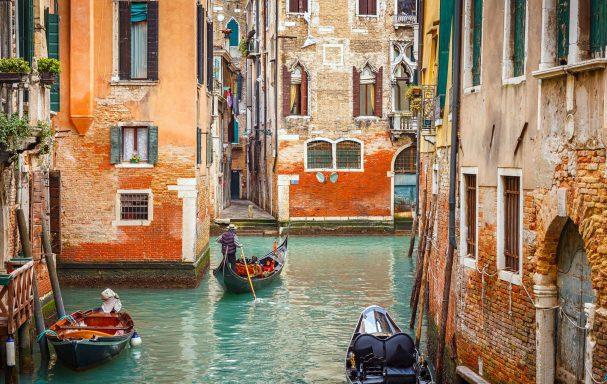 Gondoles sur le canal, Venise, Venetie, Italie