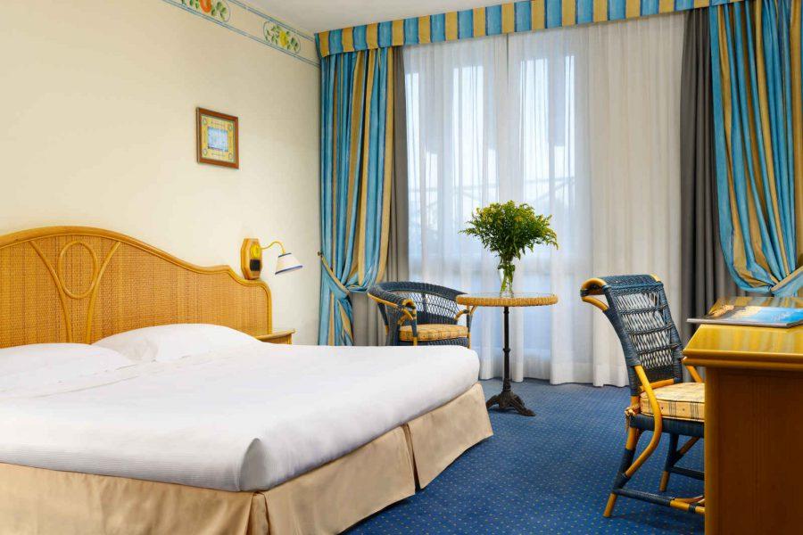 Chambre standard, Unahotels Capotaormina, Sicile