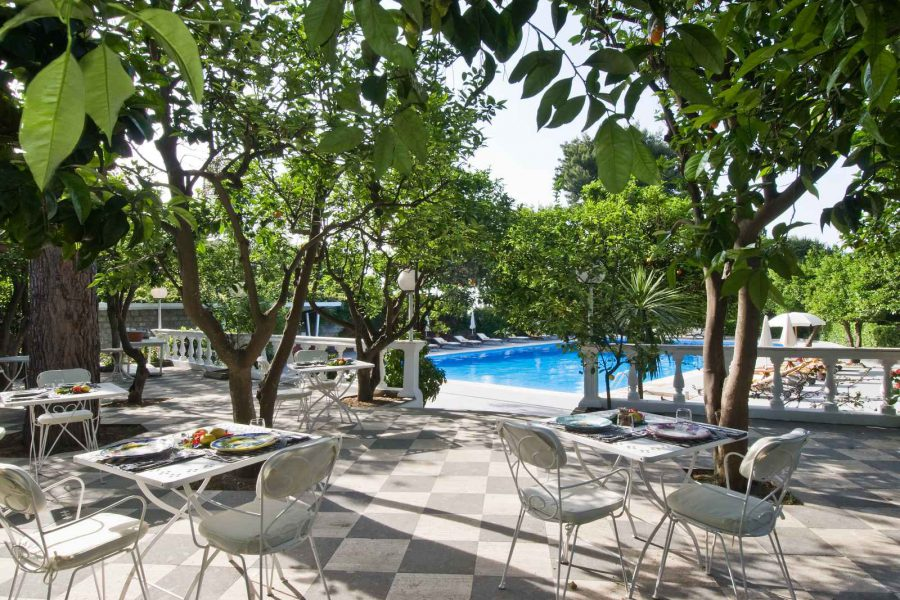 Piscine et restaurant, Grand Hotel Cocumella, Sorrente, Campanie, Italie