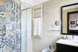 Salle de bain de la chambre supérieure, Hotel Indigo Venice - Sant'Elena, Venise, Italie