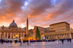 Place et basilique Saint-Pierre à Noël, Vatican, Rome, Italie