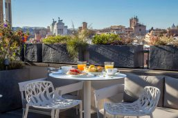 Petit déjeuner sur la terrasse, Hôtel Monti Palace, Rome, Italie