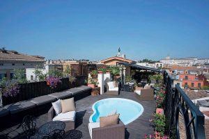 Terrasse Rooftop, Hôtel Colonna Palace, Rome, Italie.