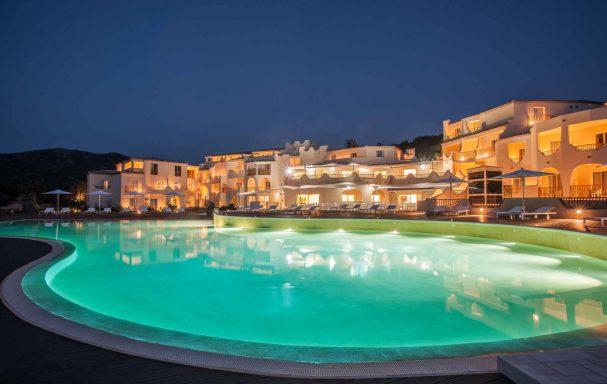 Vue extérieure, Hôtel CalaCuncheddi, Sardaigne, Italie.