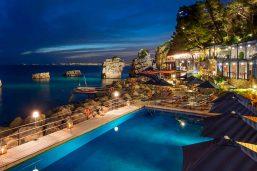 Piscine et solarium, hôtel Capo La Gala Hotel & Spa, Vico Equense, Campanie, Italie