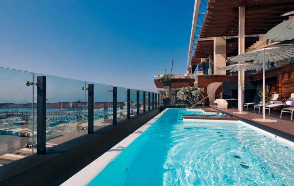 Piscine, hôtel Romeo Napoli, Naples, Italie