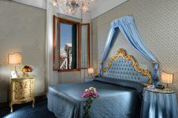 Chambre classique vue canal, hôtel Rialto, Venise, Vénétie, Italie
