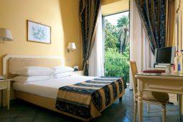 Chambre vue jardin, Imperial Hotel Tramontano, Sorrente, Italie