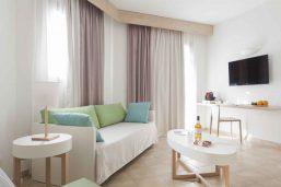 Salon, chambre supérieure, hôtel VOI Arenella Resort, Syracuse, Sicile, Italie