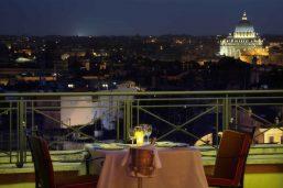 Terrasse panoramique du bar-lounge, hôtel Bernini Bristol, Rome