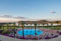 Piscine, hôtel Pullman Timi Ama Sardegna, Villasimus, Sardaigne