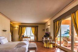 Chambre deluxe côtel mer, Hôtel Pullman Timi Ama Sardegna, Villasimus, Sardaigne