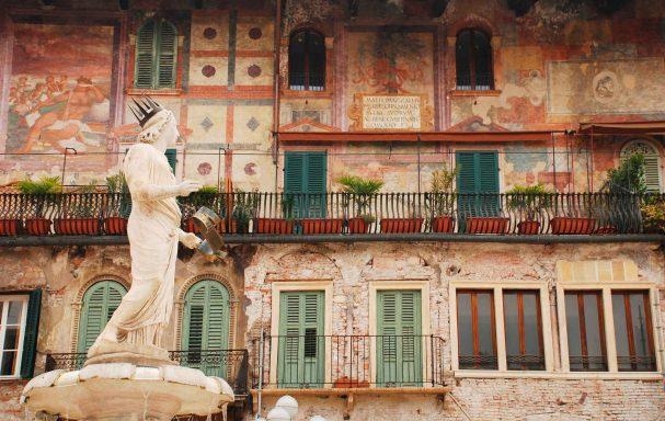 Piazza delle Erbe, Verone, Italie