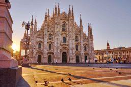 Vue depuis le Duomo sur la galerie Vittorio Emanuele II, Milan, Italie