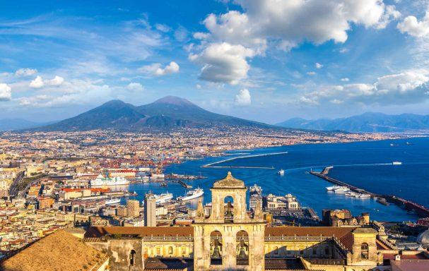 Vue aérienne de Naples et du Mont Vésuve, Italie
